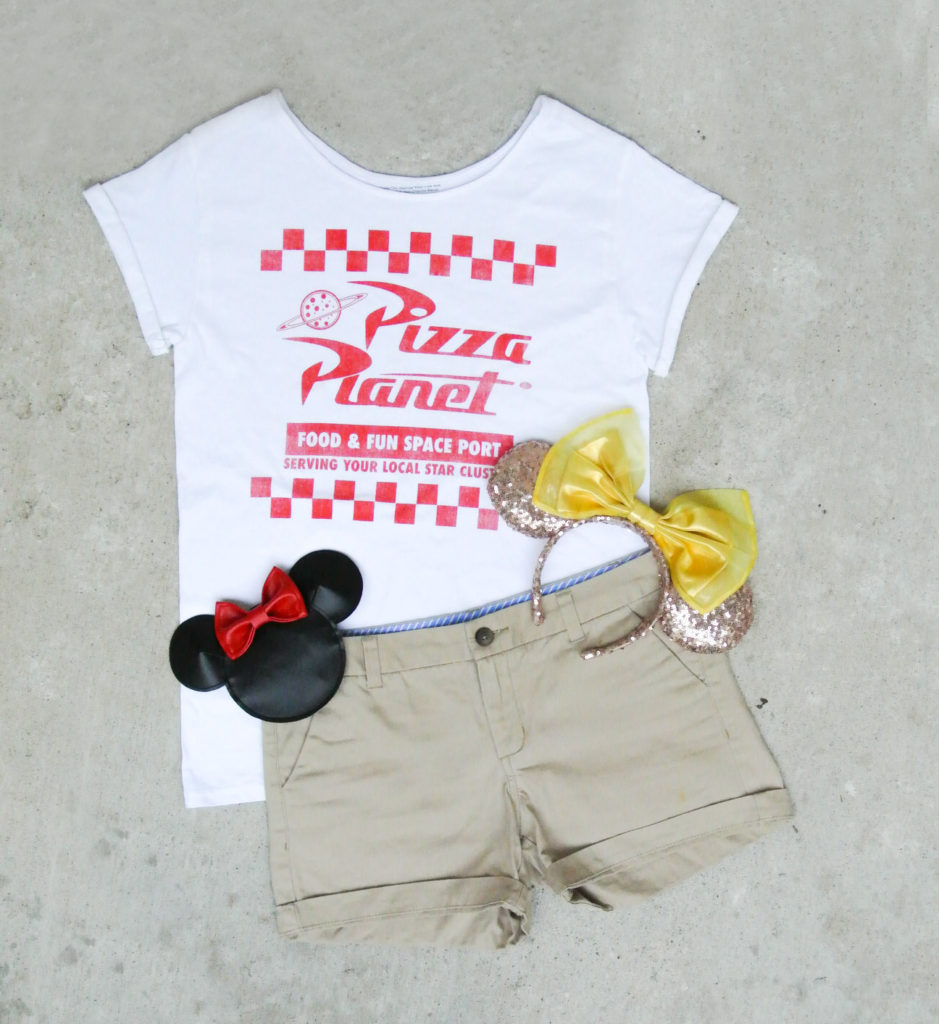 How to alter crew neck t shirt neckline. Finished crew neck t shirt paired with shorts, minnie ears and minnie coin purse.