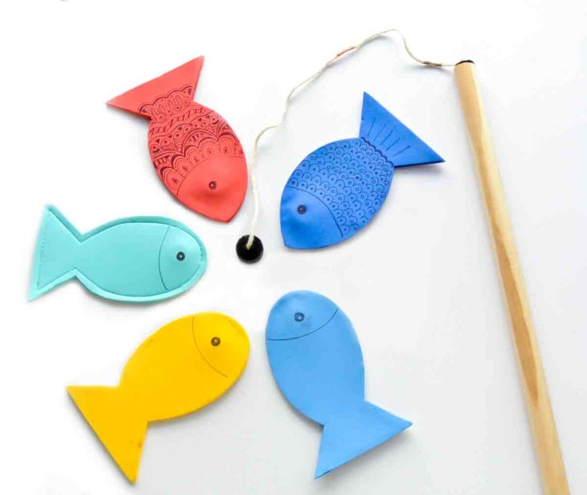 Shows finished magnetic fishing rod with finished magnetic foam fish for magnetic fishing game